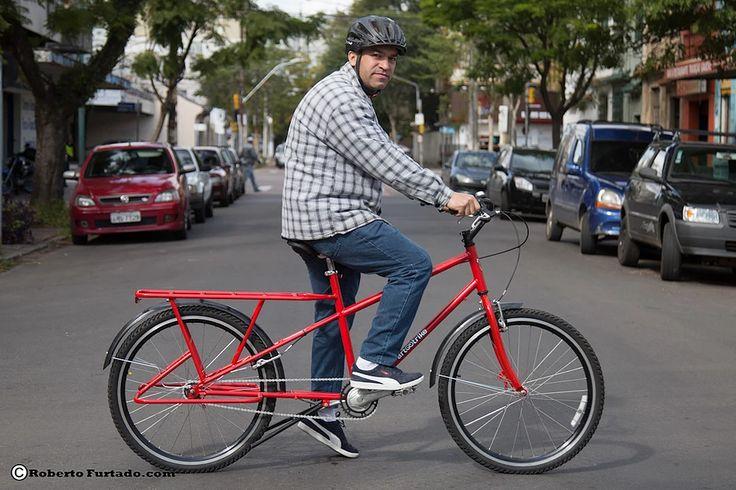Bicicleta long tail brasileira, tipo cargueira, marca Art Trike. Bike rabo longo para cargas, cicloturismo, viagens, carregar alforges, bagageiro traseiro comprido. Foto de Roberto Furtado.
