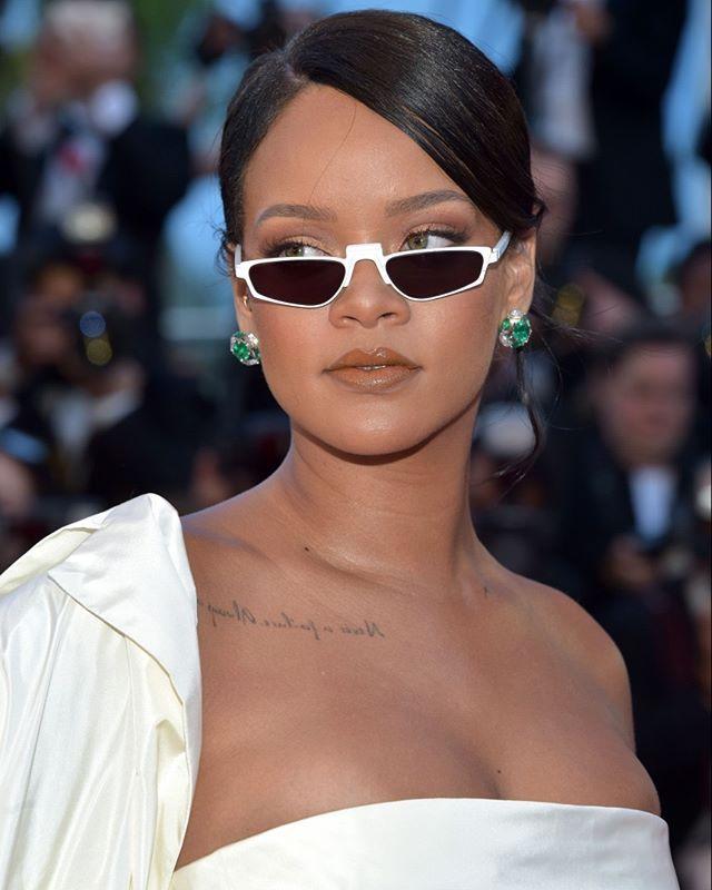 Alerta de tendência  Mini Óculos   Blog   Rihanna, Sunglasses e ... 1883b8c10f