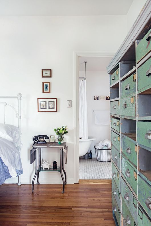 Love the storage unit with drawers. So cool.