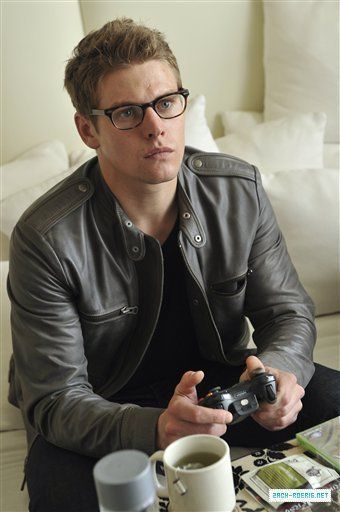 Zach Roerig in these glasses>> he's like a sexy hipster clark kent or something hahaha #yum