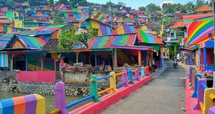 Ένα χωριό στα χρώματα του ουράνιου τόξου! (φωτογραφίες)