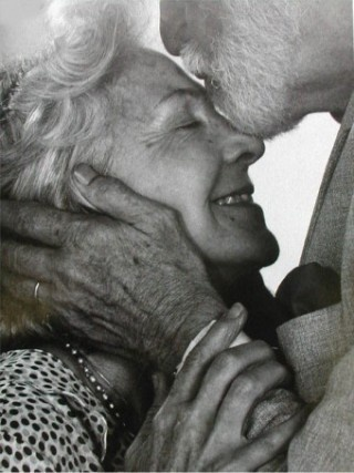 i always smile when seeing an old couple still totally in love with each other =)