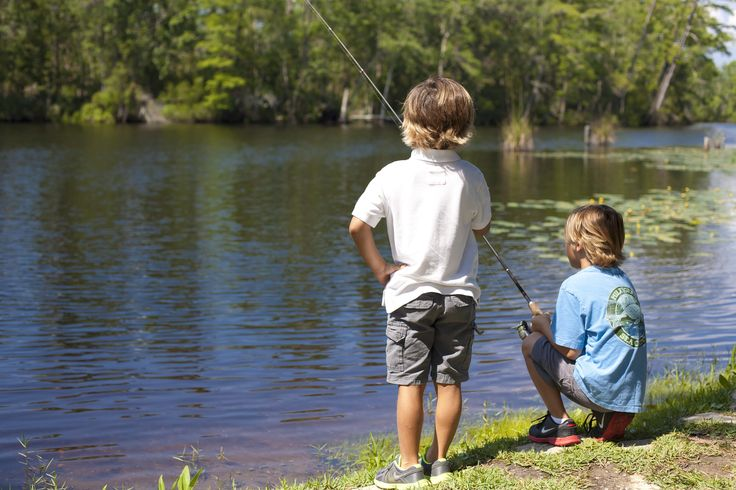 Enjoy a gorgeous day by the lake at Live Oak Landing in Freeport, FL. #kids #familyfun #freeportfl #liveoaklanding #rvcoutdoors