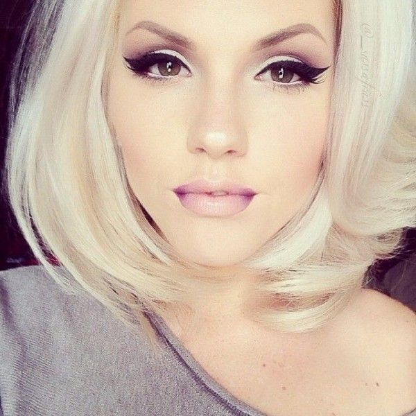 She is so beautiful. Love the eye makeup and the ombre lips