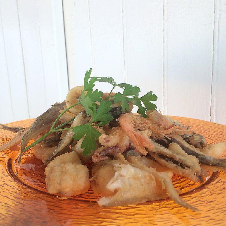 Fish fries. Fritto misto di pesce.  #bagnicarlotta #ceriale #spiagge #stabilimentibalneari #liguria