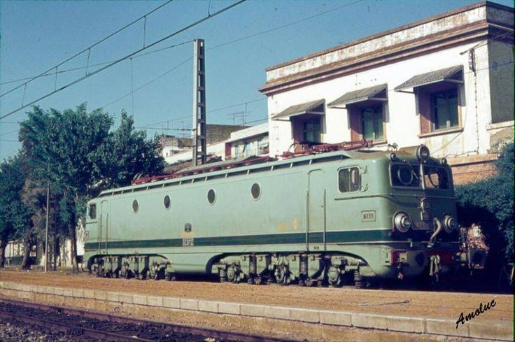 ESTACIÓN PLAZA DE ARMAS - SEVILLA Locomotora Alsthom 8603 FECHA: 24 de Abril de 1977 AUTOR: Amoluc