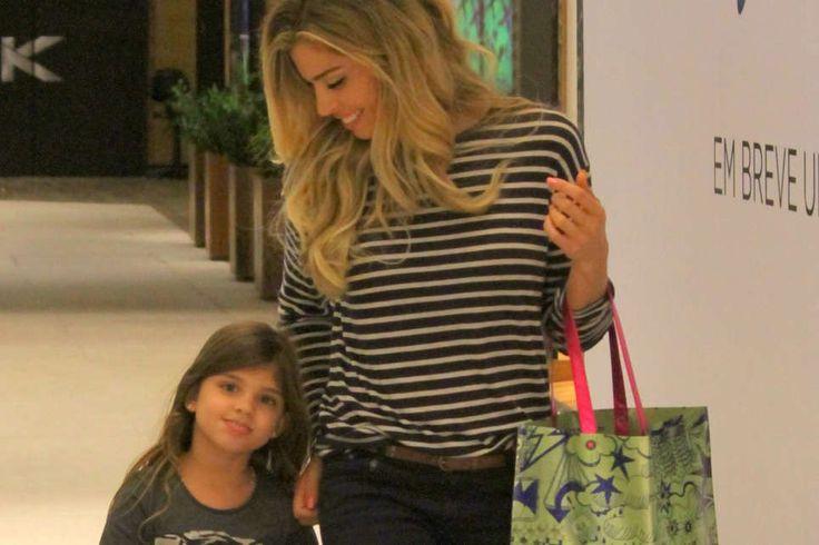 Noticias ao Minuto - Grazi Massafera dá show de estilo ao lado da filha