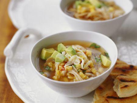 Mexikanische Suppe mit Mais und Avocado