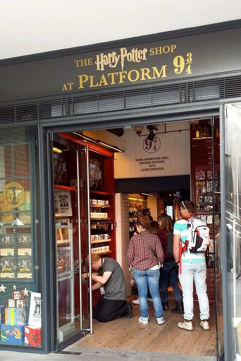 THERES A 9 3/4 SHOP IN LONDON AT KINGS CROSS. OK YOU CAN NOW RETURN TO YOUR LIVES.