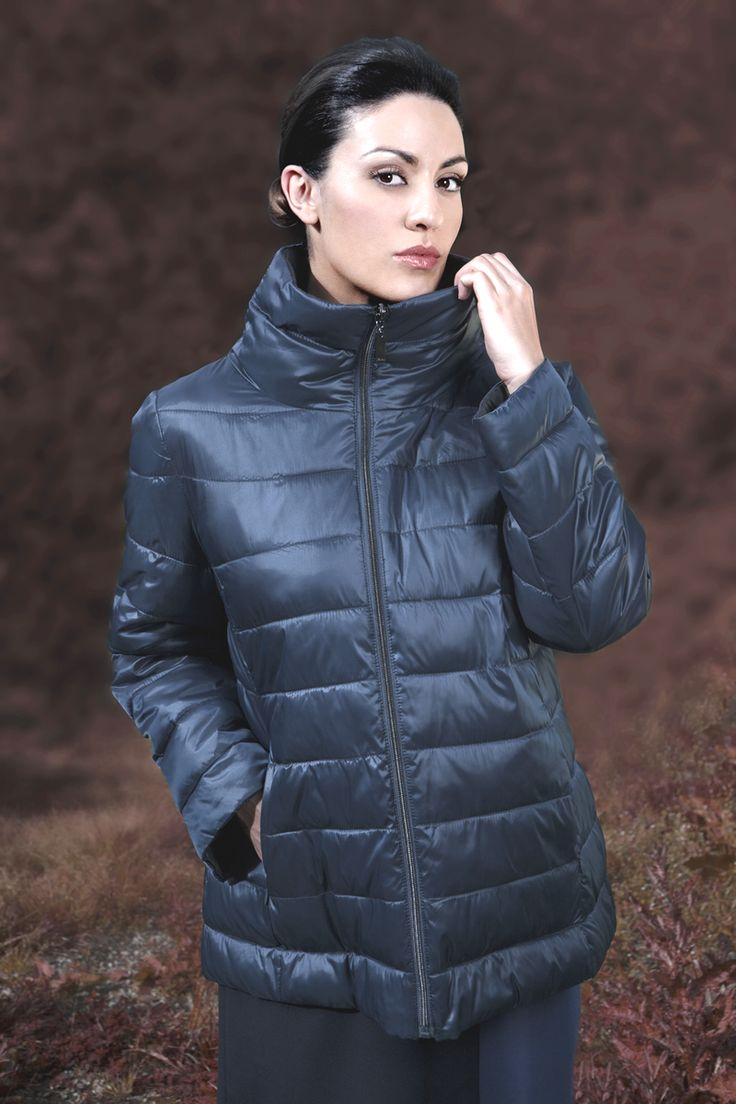 Piumino #LindasOver color blu lucido. Seguici su www.lindas.it