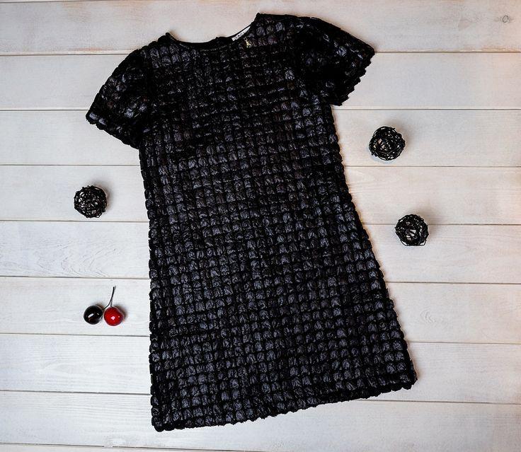 В гардеробе каждой уважающей себя модницы должно быть черное платье! В этом фактурном платье Patrizia Pepe ваша принцесса точно будет самой модной👌 Размер 14-16 лет Заказ и вопросы Viber/ WhatsApp/Telegram 📱➡ +7-927-282-72-71 Заказ каталога на нашем сайте, ссылка указана здесь ➡ @dolce_fashion_kids Доставка по миру 📦✈🌍 #КАТАЛОГ_Dolcefashion #детицветыжизни #детишки #детиэтосчастье #детка #счастливыймалыш #мода #модныедети #модныедетки #моднаядетскаяодежда #модныедевочки #patriziapepe…