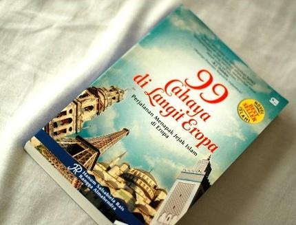 Tentang perjalanan Hanum menapaki jejak-jejak kejayaan Islam di bumi Eropa. Sekaligus menyadarkan kita bahwa seharusnya sebuah perjalanan bukan diisi dengan berfoya-foya melainkan untuk menimba ilmu. Belajar dari sejarah, itulah satu poin yang disampaikan dari buku ini