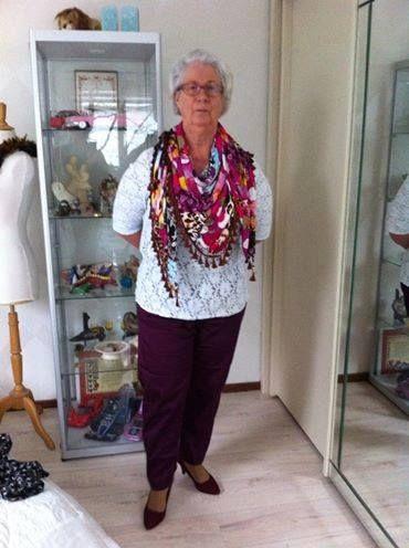 showl bijpassend bij paarse stretch denim Met kant stretch blouse.