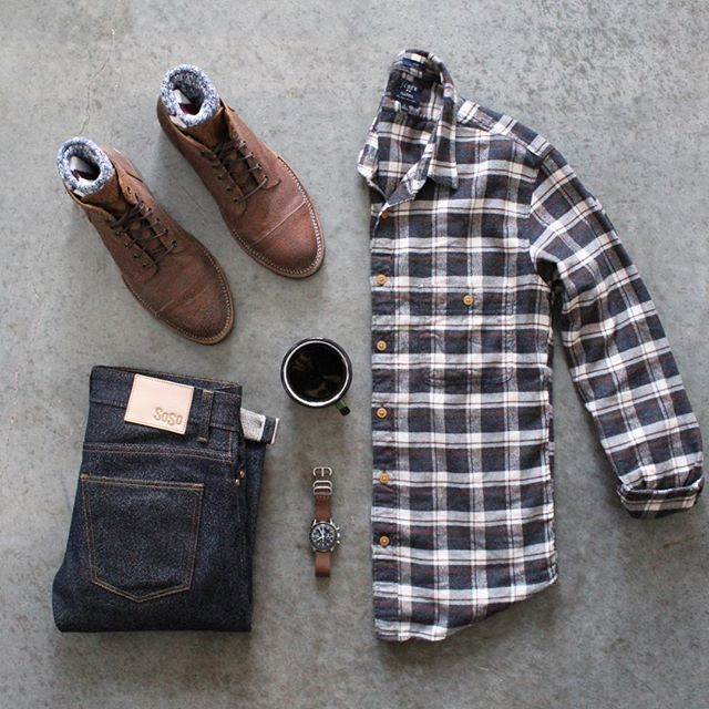 It's all about the texture today with @sosobrothers 16 oz twisted twill selvedge, @junkardcompany waxed rough out boots, @jcrewmens flannel, and marled camp socks⌚️☕️