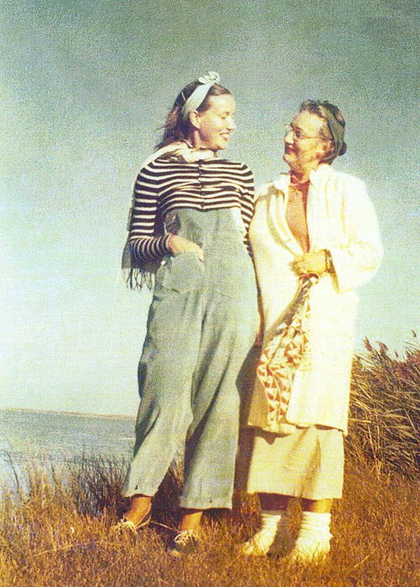Grey gardens edith bouvier beale and her daughter edie - Edith bouvier beale grey gardens ...