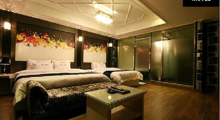 S-One Motel -Featuring luggage storage, a Jacuzzi and a photocopier, the S-One Motel offers guests a comfortable base when visiting Busan. This property is conveniently situated in Haeundae-gu.
