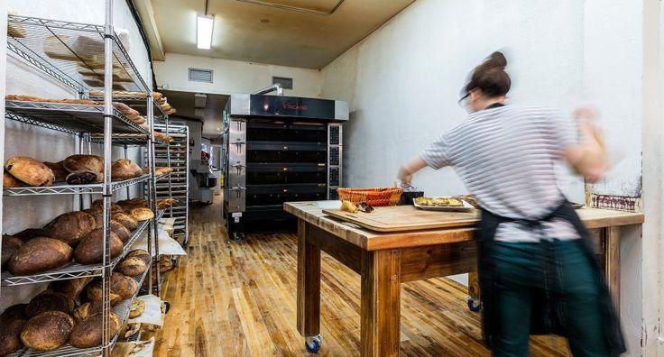 Passionné cherche passionné!  Une boulangerie en pleine expansion avec clientèle et chiffre d'affaire en croissance continue.  Produits artisanaux de très haute qualité, unique dans le secteur.  Quelques tables accueillent les clients pour prendre un café dans l'incomparable ambiance du Plateau.  Serez-vous celui qui sait flairer la bonne affaire?