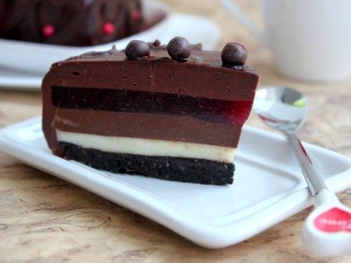 Tort cu jeleu de ciocolata si de fructe - imagine 1 mare