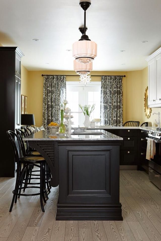 Kitchen Idea I Like The Dark Cabinets On The Bottom With
