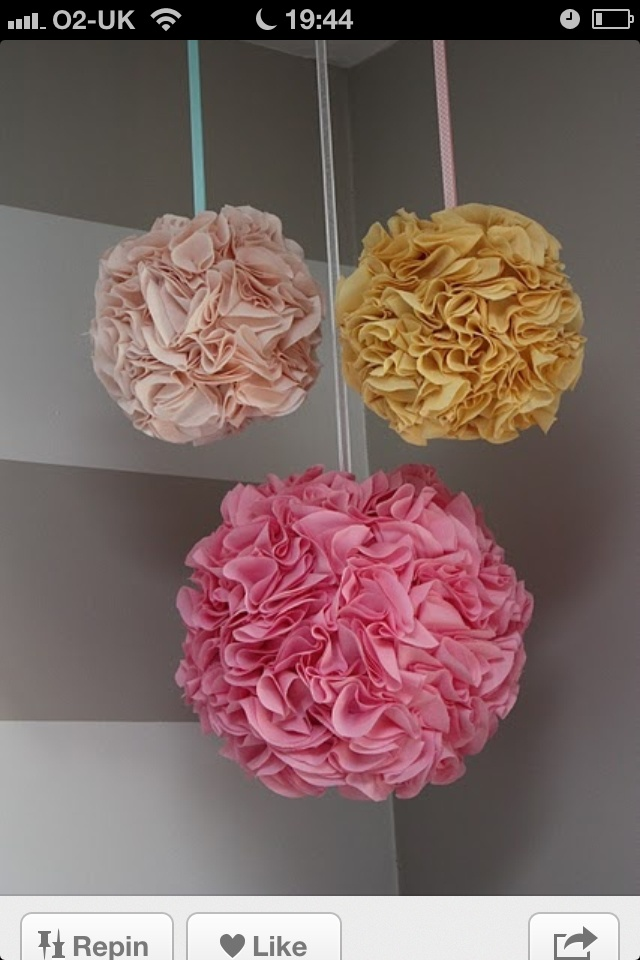 DIY Pom Poms for your ceiling