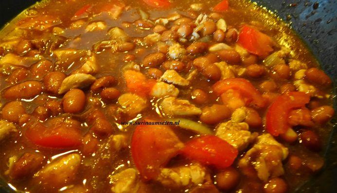 Surinaams eten – B. B. R. Speciaal (homemade bruine bonen met rijst, kip en zoutvlees)
