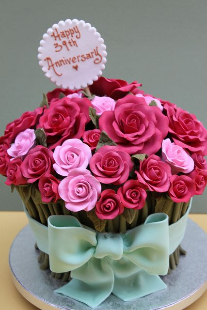 rose bouquet cake.. i'd make the stems taller and the base thinner