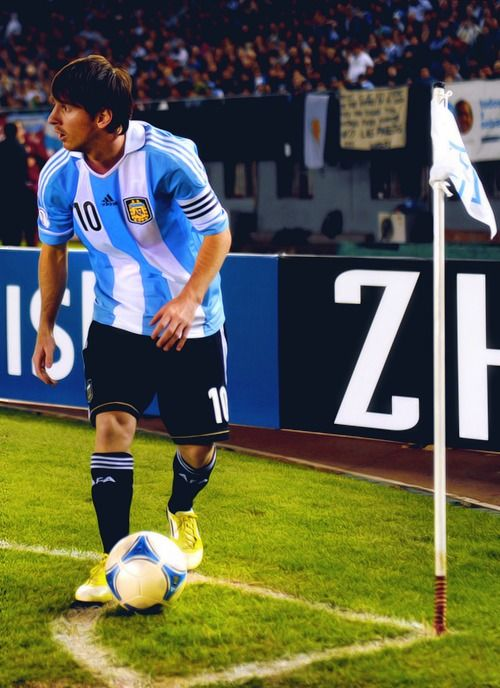 Lionel Messi corner :)