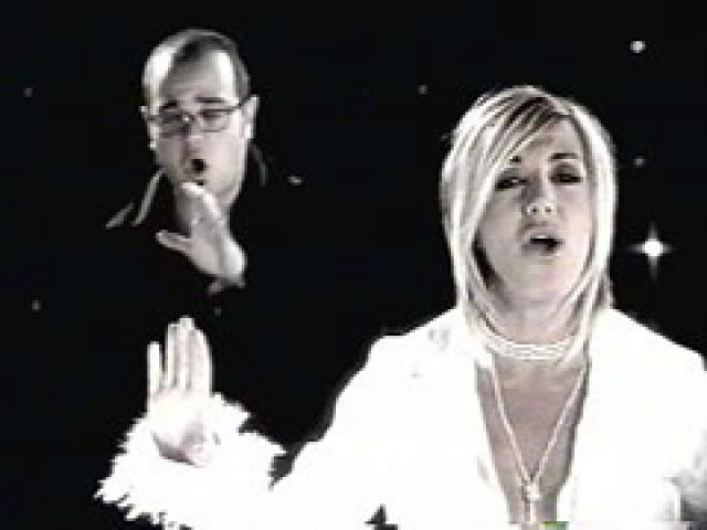 "Ana Torroja and Aleks Syntek. ""Duele el amor"" 2004.."