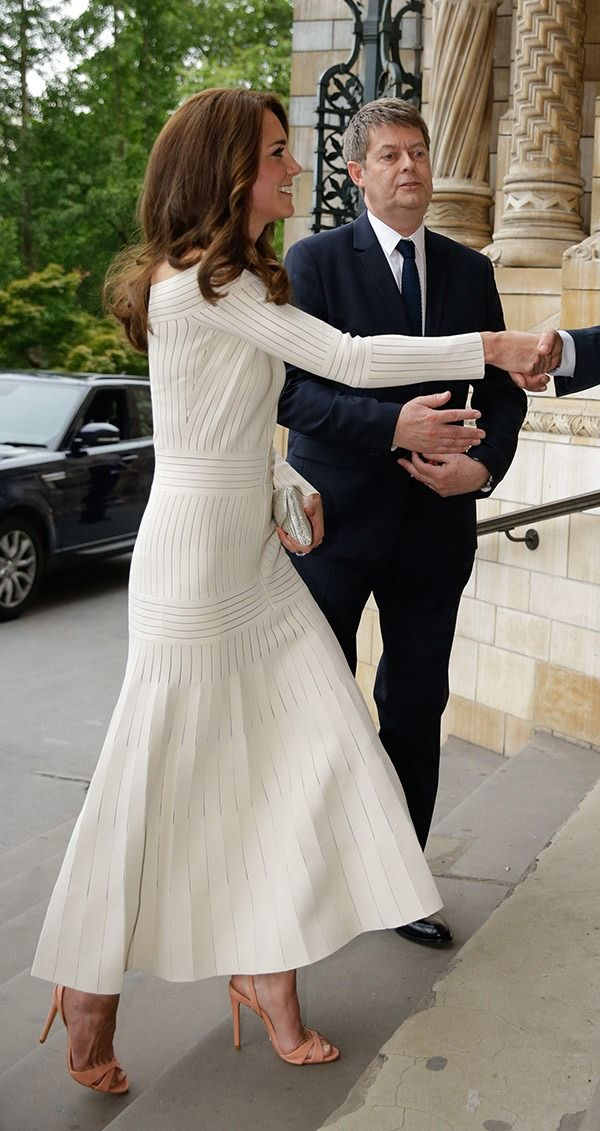 Kate Middleton usa sandália Schutz