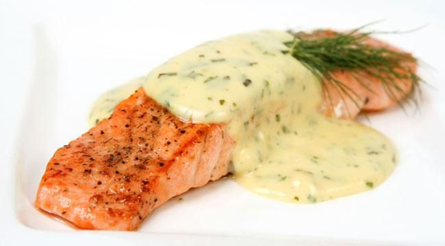 Salmon is known for its benefits when it comes to weight loss. Try this tasty broiled salmon recipe for a rich dose of Omega-3 oils and Vitamin D