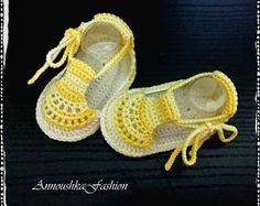Au crochet, sandales d'été pour bébé, bottes bébé au Crochet, Crochet chaussures, sandale jaune et blanc au Crochet.