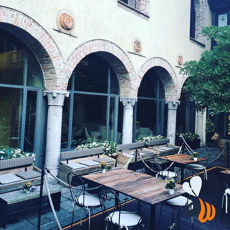Location bellissime! Idee per eventi. #location #event #restaurant #ristorante #cortile #architecture #colonne #nature #beautiful #chic #elegant #work #picoftheday #bestoftheday #photooftheday #follow #agencylife #team #milan #milano #inspiration #womboit
