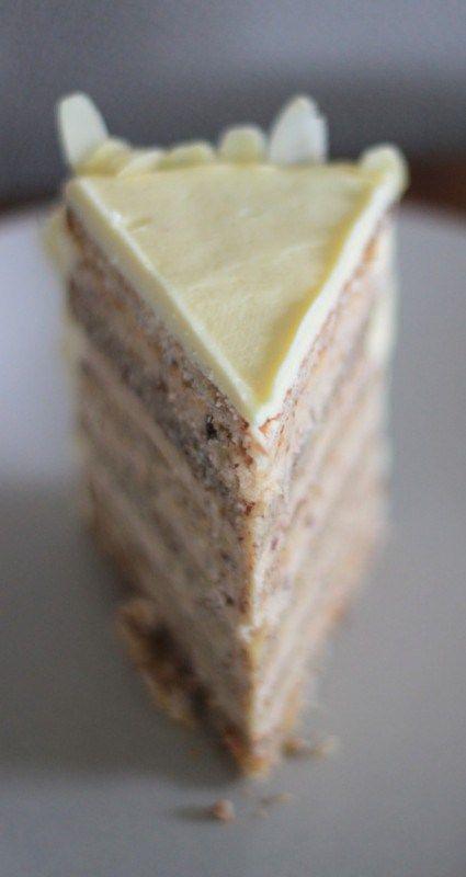Buttercremetorte mit gebrannten Mandeln – heimatbaum