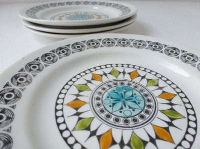 1960s Kathie Winkle Broadhurst Roulette plates from www.yourvintagelife.co.uk