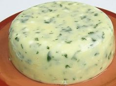 Tento domácí lahodný sýr jde u nás na dračku. Připravený je za 3 hodiny a je bez konzervantů. Ten z obchodu už nekupuji!