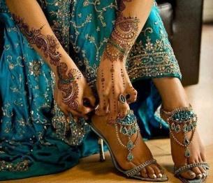 <3: Shoes, Mehndi Design, Color, Jewels Sandals, Traditional Dresses, Beautiful, Indian Wedding Dresses, The Dresses, Henna Tattoo