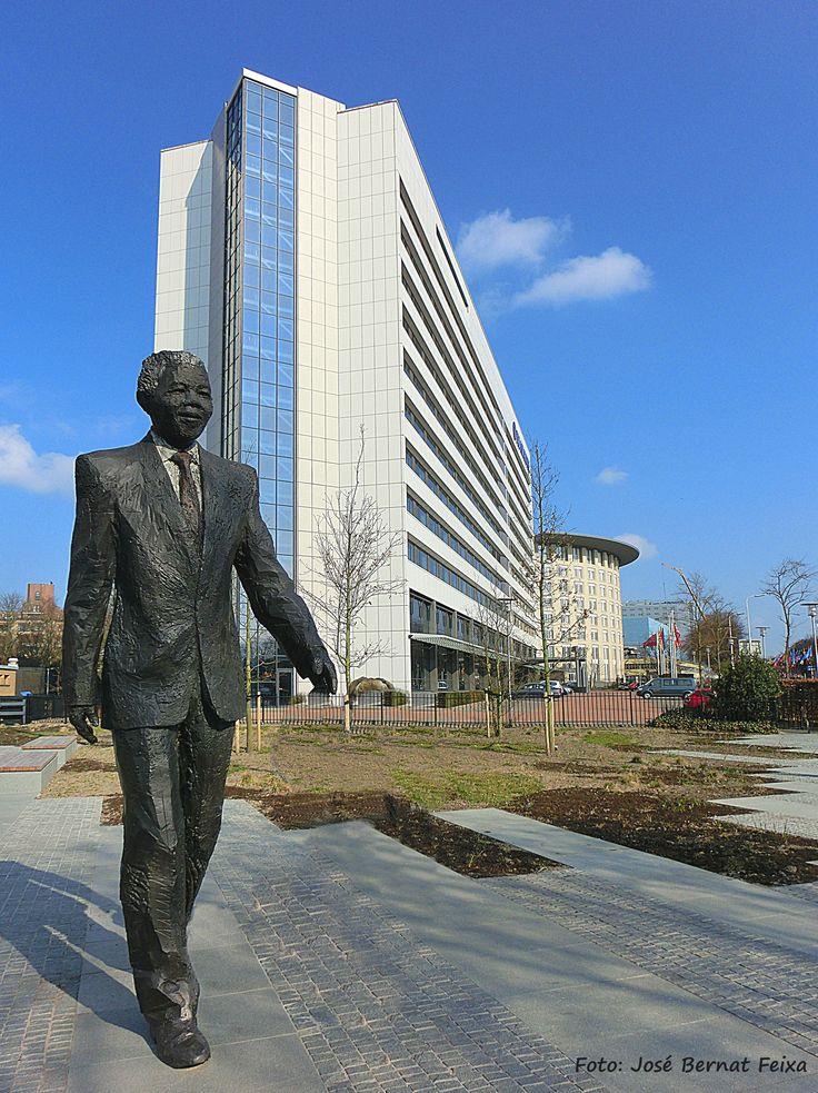 Standbeeld van Nelson Mandela in Den Haag