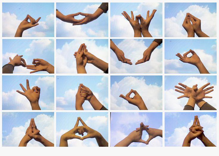I Mudra sono movimenti Yoga che coinvolgono solo le mani. L'Energia che si sviluppa in seguito a questi movimenti, apporta gradi benefici alla salute e non solo.