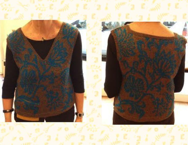 #Chaleco tejido con el punto #jacquard con lana Fabel de Garnstudio DROPS design y punto de media con dos colores de Dolors Busquets.