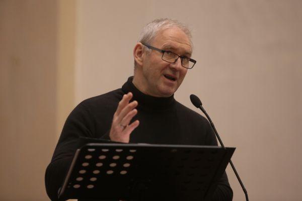 Opäť na verejnosti! Bývalý arcibiskup Róbert Bezák (56) prijal po dlhom čase pozvánku na verejné vystúpenie.