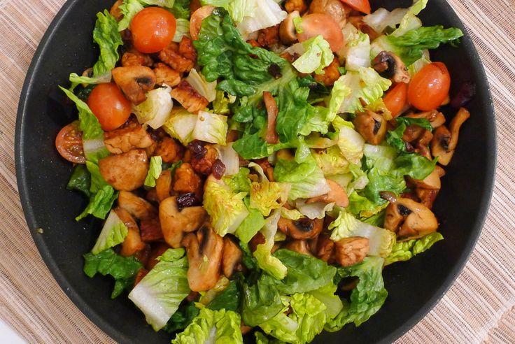 Warme Romaine salade met tempeh recept ~ Lekker koolhydraatarm zonder vlees ~ www.con-serveert.nl