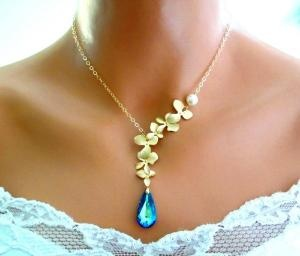 Just that much different: Blue Orchids, Bride Maids, Orchids Peacocks, Blue Gold, Peacocks Necklaces, Peacocks Wedding, Bermuda Blue, Gold Necklaces, Something Blue