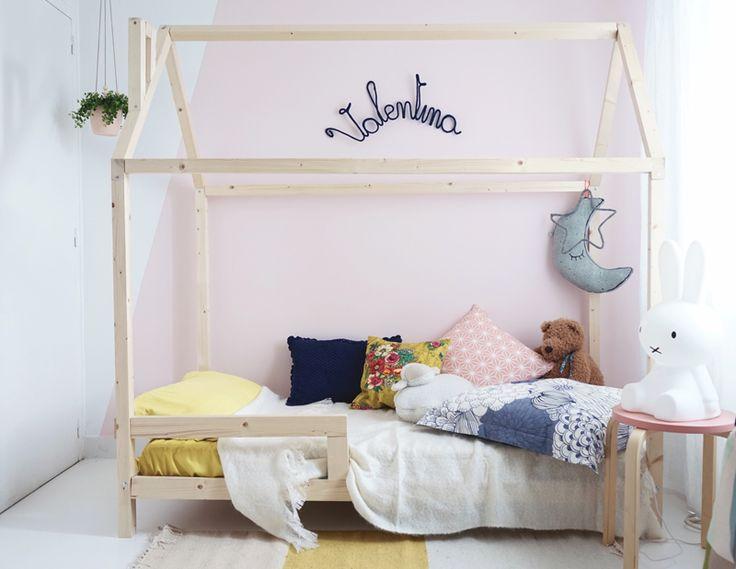 Réaliser un lit cabane pour une chambre d'enfant ? Cette pièce évolue en même temps que les petits. Après le lit bébé, place au vrai lit personnalisé !