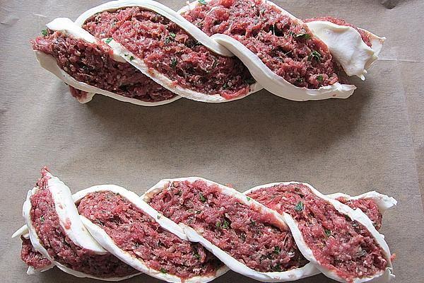 Blätterteigzopf mit Hackfleisch