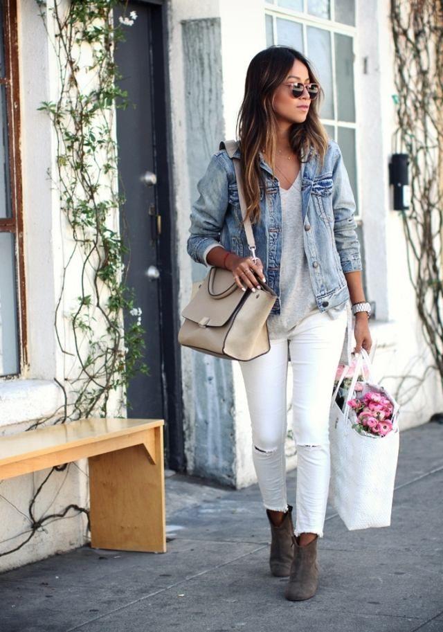 une veste en jean élégante et un pantalon blanc