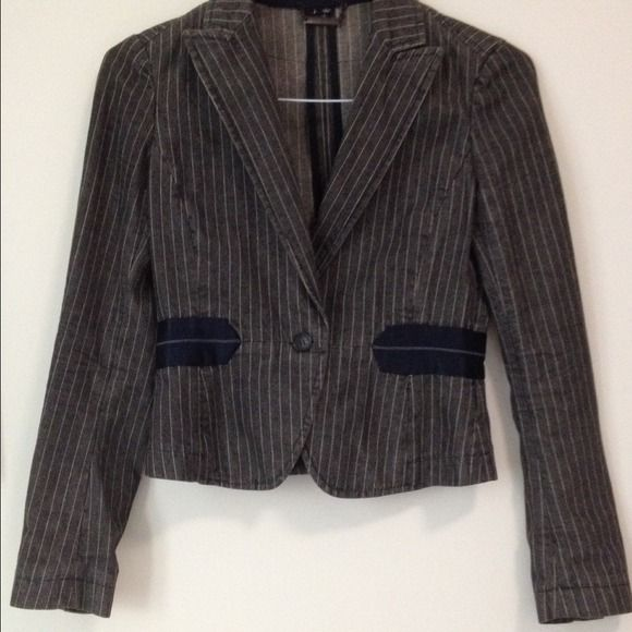 Theory grey pinstripe blazer jacket. sz P/XS This is a very cute, fitted Theory blazer. It's a soft denim fabric with a blue silk trim detail. The color is medium grey with white pinstripes. 100% cotton and machine washable. Only worn a few times. Theory Jackets & Coats Blazers
