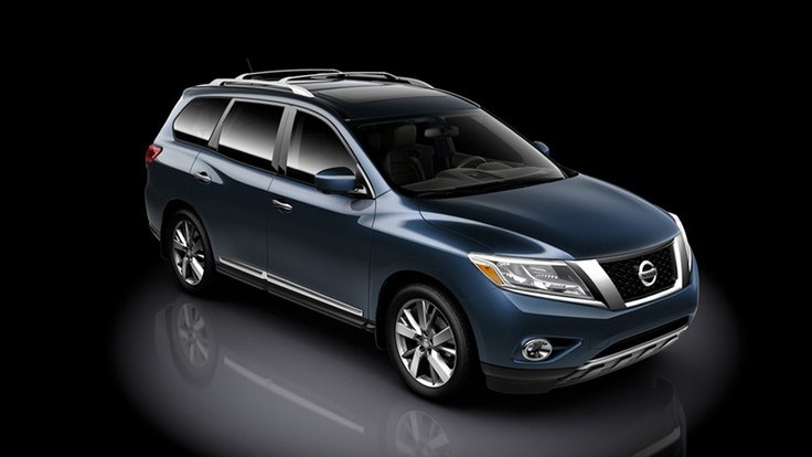 Nissan Pathfinder Platinum shown in Arctic Blue Metallic with optional equipment | www.crownnissan.ca