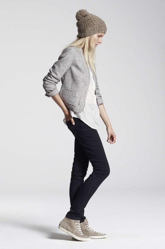 Tenue  Blazer en coton gris, T-shirt à col boutonné blanc, Jean skinny noir,  Baskets montantes en daim grises   Pinterest   Basket montante, Jeans  skinny et ... 36f63776b7d3