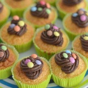 Queques de baunilha com cobertura de chocolate