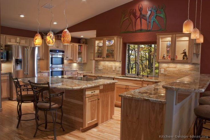 Traditional Light Wood Kitchen Cabinets #172 (Kitchen-Design-Ideas.org)